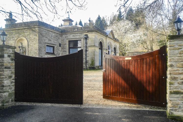 Lincoln Driveway Gates