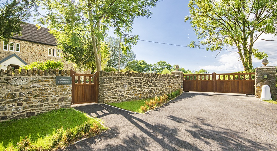 Mendip driveway gate and garden gate