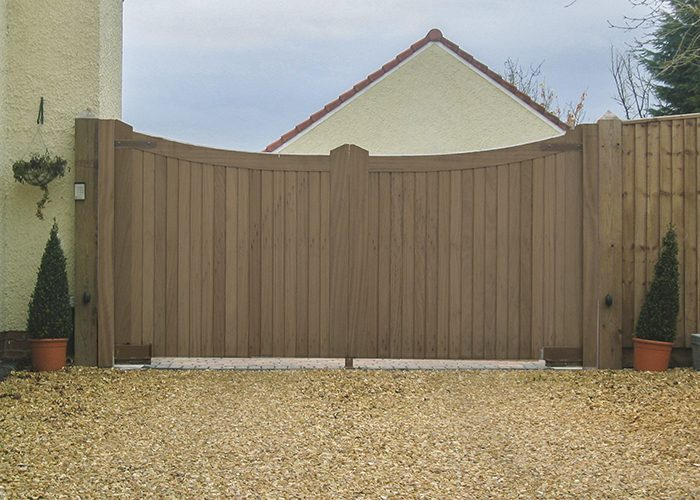 Cotswold pair of driveway gates