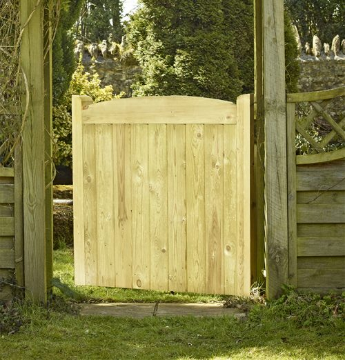 Wellow short wooden side gate