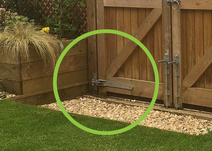 One way adjustable gate hinge