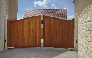 Automated Swept Top Manor driveway gates