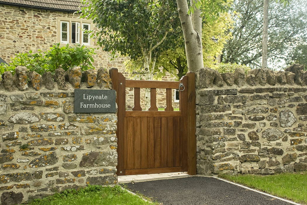 Reasons to buy a Charltons wooden gate