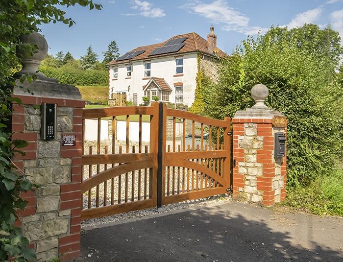 Charltons Farleigh Driveway gate