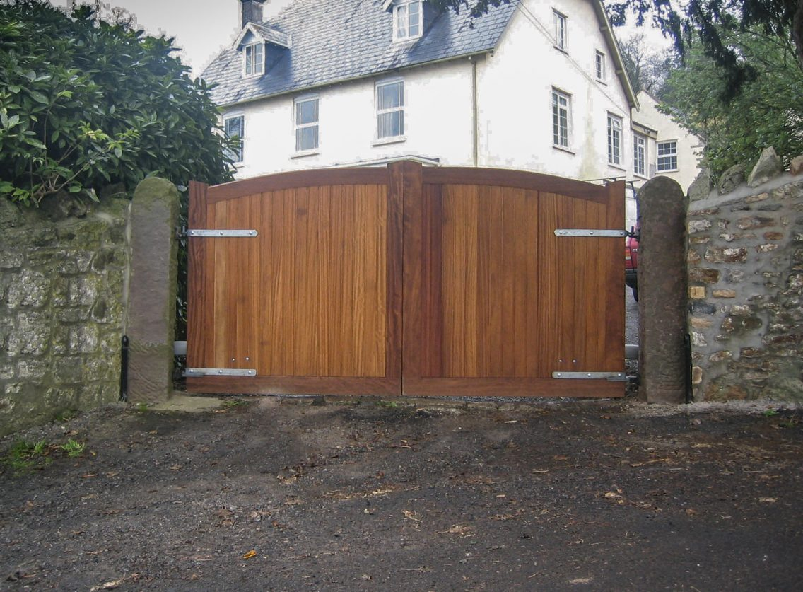 Stafford gate with hinges on outside